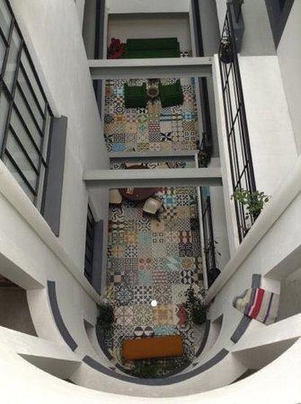 ستاي إن بيرفوت كونديسا:                   view of lobby from the top                 