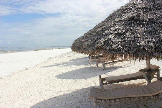 Azanzi Beach Hotel:                   Beach
