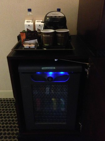 Doubletree by Hilton Chicago Magnificent Mile: minibar