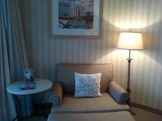 Omni Corpus Christi Hotel: sitting area of room