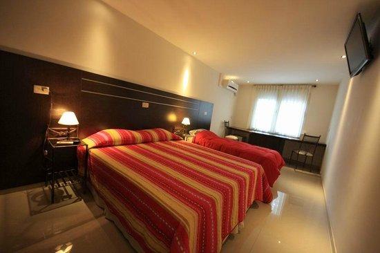 Hotel Iberia: Habitación triple planta baja.