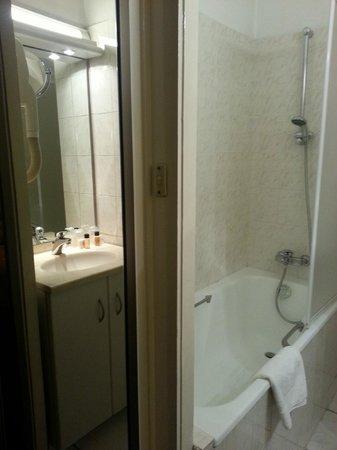 Hotel d'Angleterre: Petite salle de bains
