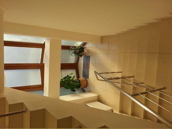 Hotel S-P:                   Лестница