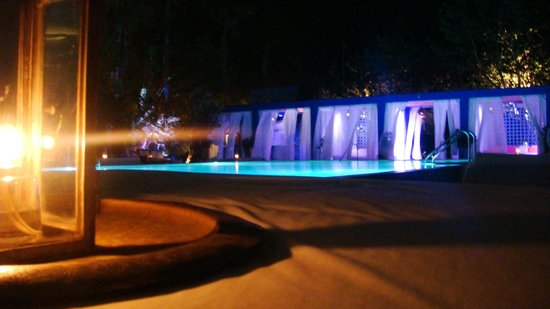 Shore Club South Beach Hotel:                   Nice ambience around the swimming pool at night...