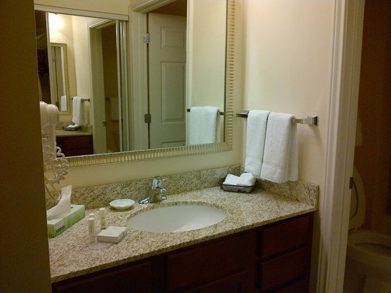 Residence Inn Laredo Del Mar : bathroom