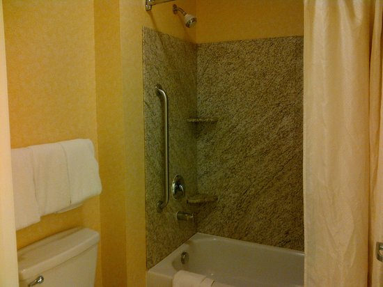 Residence Inn Laredo Del Mar : granite lined shower