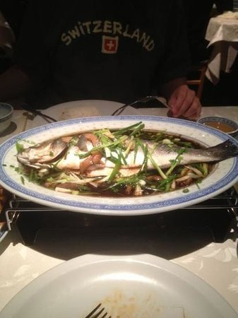 Cafe - Restaurant La Jonque :                   steamed seabass with soya sauce