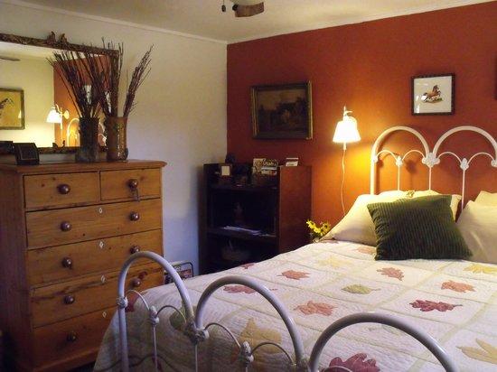 Savage Point Bed & Breakfast: A quiet bedroom has full private bath next door