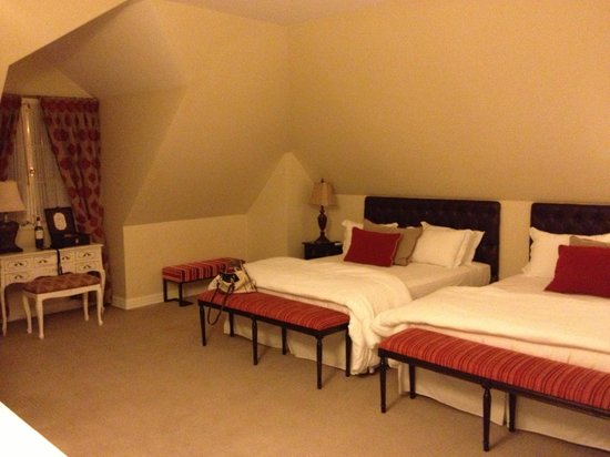Le Reve Hotel Boutique: our room
