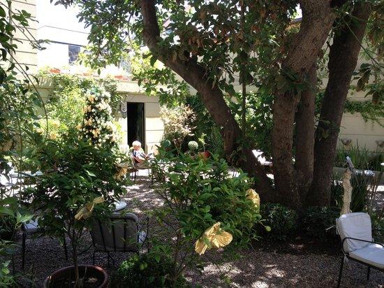 Le Reve Hotel Boutique: patio