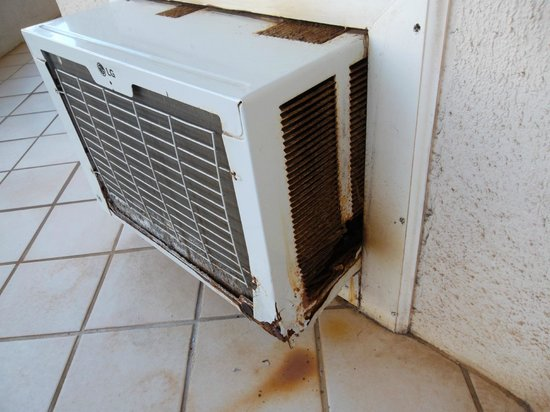 Maui Banyan Vacation Club:                   rusty air conditioner unit