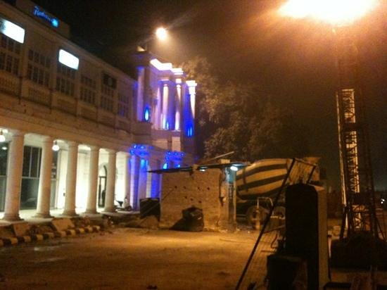 Radisson Blu Marina Connaught Place: more construction going on late at night