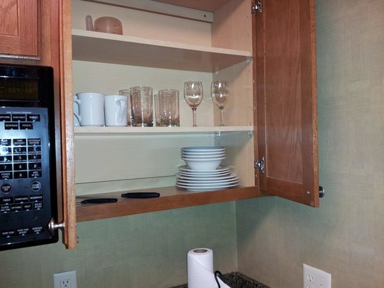 Residence Inn Boston Franklin :                                     glasses, plates, mugs