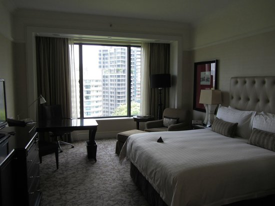 Four Seasons Hotel Singapore: Room and View