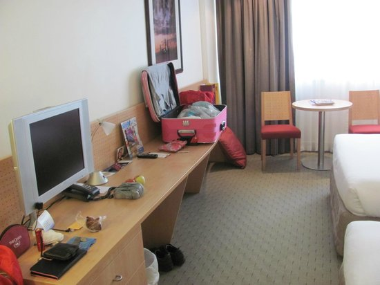 Mercure Perth:                   room2