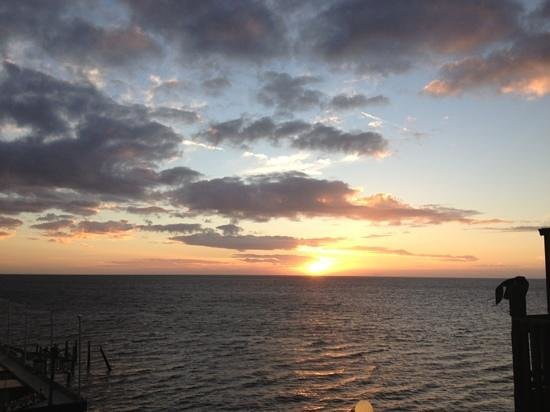 Cedar Key Harbour Master Suites: Great sunrise view
