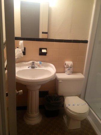 Venezia Hotel:                   bathroom