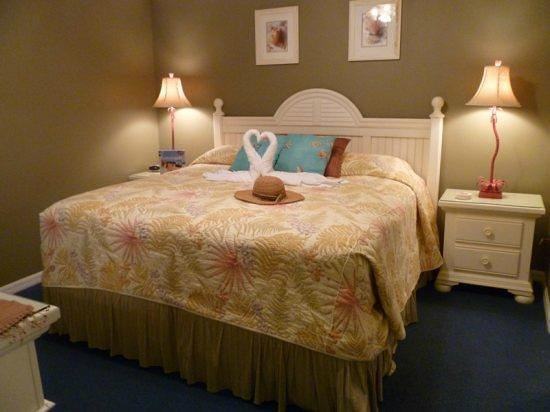 Summerwind Resort:                   Great King size bed which was VERY comfortable