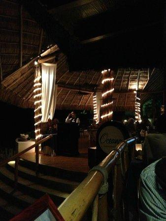 Hyatt Ziva Puerto Vallarta: Outdoor Restaurant on the Beach