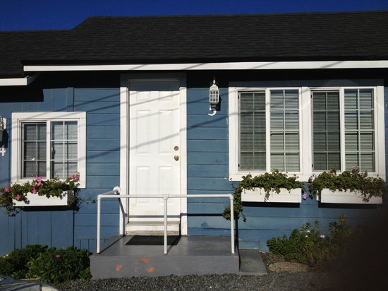 Bodega Harbor Inn:                   Cute cottage style rooms