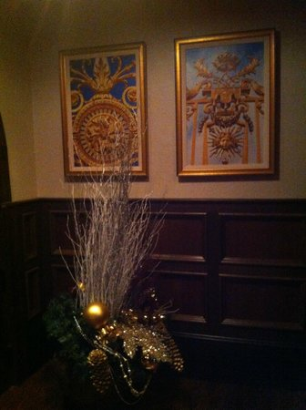 Chapel Grille: Decor