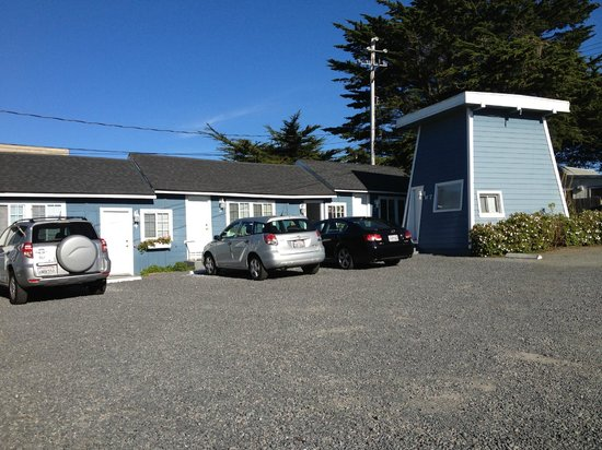 Bodega Harbor Inn:                   Plenty parking