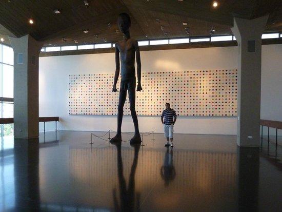 Museo Israel: Detalle de la amplitud y originalidad del museo