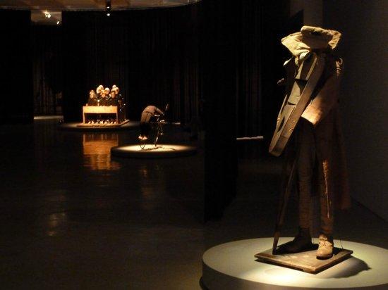 متحف إسرائيل: Detalle de arte y exposiciones