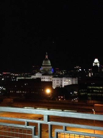 Hampton Inn & Suites Austin at The University/Capitol:                   Terrific view of the Capitol