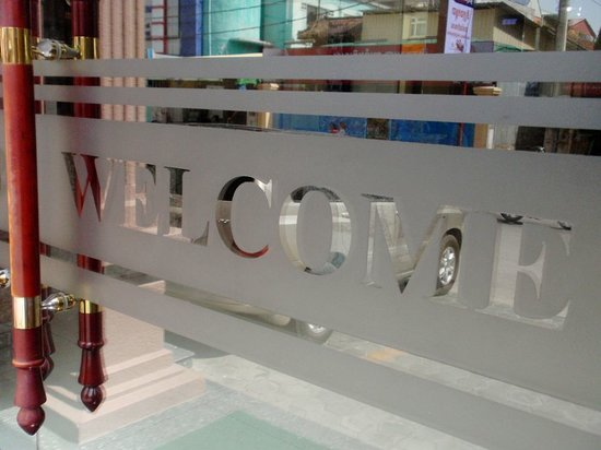 Salita Hotel: Entrance door