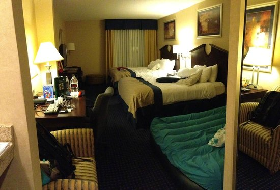 Wingate by Wyndham Erie:                   Room with 2 queens