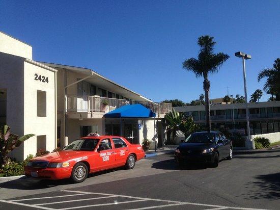 Motel 6 San Diego Hotel Circle- Mission Valley: Haupteingang des Motels
