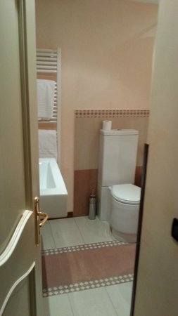 Ca' Valeri: bathroom