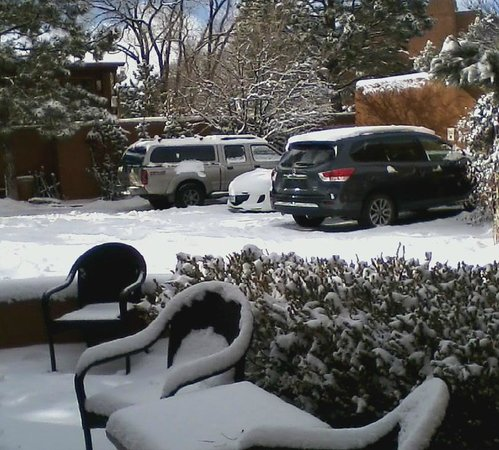 Santa Fe Motel and Inn:                   Snow outside casitia