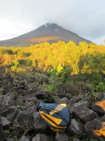 Arenal Backpackers Resort: Arenal Volcano hike