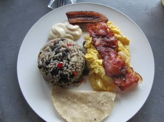 Arenal Backpackers Resort: Breakfast from the hostel's restaurant  - yummy ;)
