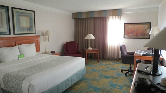 La Quinta Inn & Suites Redding: room