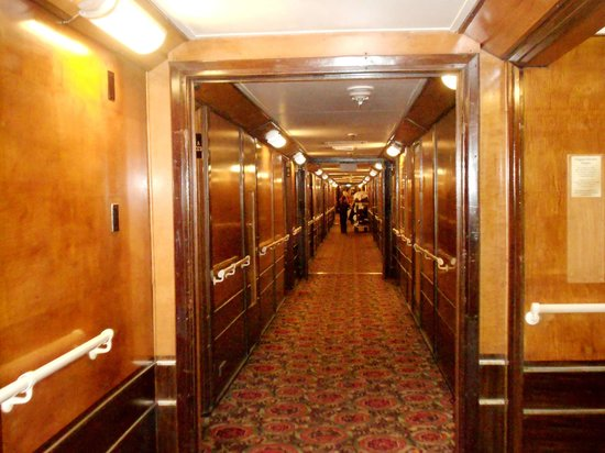Hallway Between Rooms A Deck Bild Von The Queen Mary Long