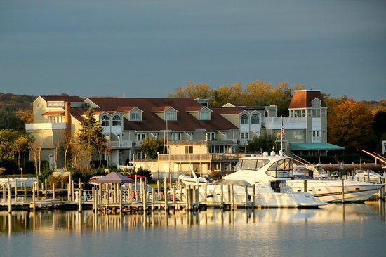 Sag Harbor Inn: Fall Harbor Views