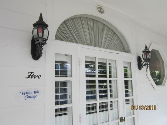 Little Gull Cottages: front entrance is southern charm and elegance