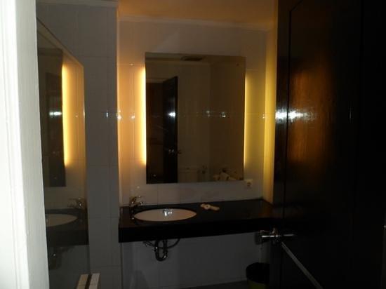 Take's Mansion: Bathroom