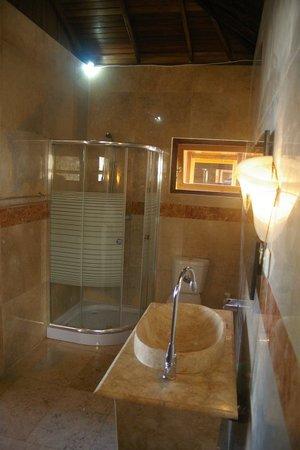 Tanta Moon Luxury Villas: Bathroom