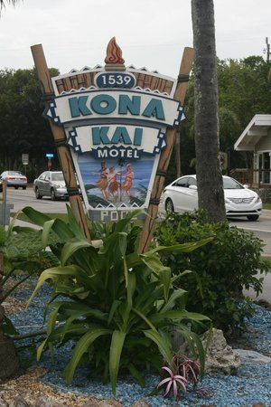 Kona Kai Motel:                   sign