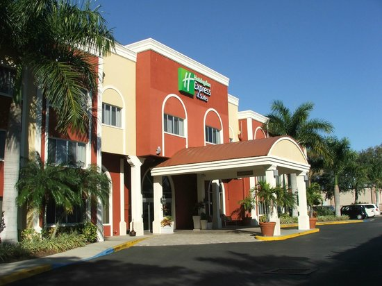 Holiday Inn Express & Suites Bradenton West : FRONT ENTRANCE