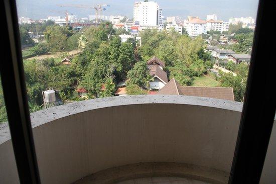Furama Chiang Mai: Disgusting bird poo on the balcony