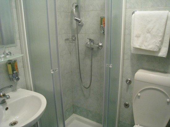 Hotel Park - Urban&Green: シャワーのみでした