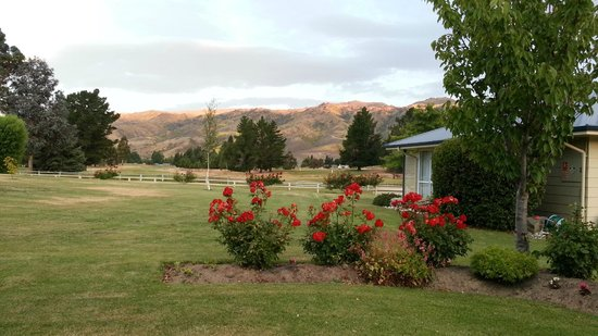Lake Dunstan Motel:                   View looking to golf course and hills beyond