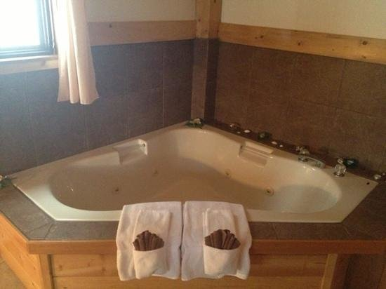 Timber Inn:                   jacuzzi tub