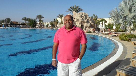 Hilton Sharks Bay Resort: امام حمامات السباحة