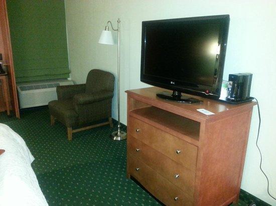 Hampton Inn Bridgeport/Clarksburg: Coffee pot is located behind the TV... a little weird.